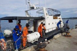 Enam nelayan tewas akibat kapal  terbalik diterjang ombak besar