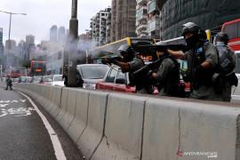 Polisi Hong Kong bubarkan  demonstrasi terbesar sejak wabah corona