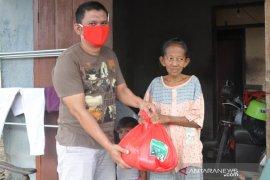 "Komunitas ""Forex Trader"" Belitung Timur salurkan 500 paket sembako"