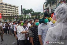 Ribuan warga melaksanakan shalat Idul Fitri di Masjid Raya Medan