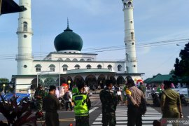 Sebagian warga Pangkalpinang Shalat Idul Fitri berjamaah di masjid