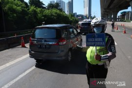 Arus kendaraan di tol Jakarta-Cikampek lengang