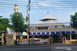 "Sebagian warga Pangkalpinang ""nganggung"" rayakan Idul Fitri"