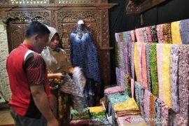 Omzet pembuat batik di Kudus turun hingga 50 persen