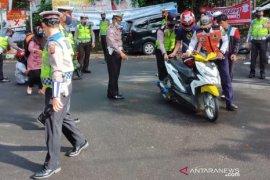 Polres Sukabumi gagalkan ribuan wisatawan hendak masuk ke objek wisata Geopark