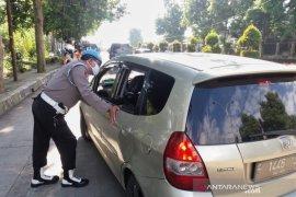 Polda Jawa Barat sekat arus lalu lintas ke Jakarta