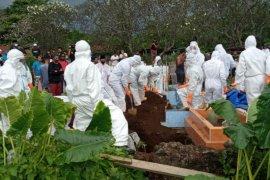 Keluarga pensiunan ASN di Ternate persoalkan pemakaman dengan protokol COVID-19