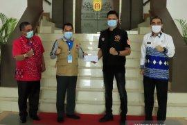 Wali Kota terima bantuan COVID-19 HDCI Banjarbaru