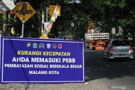 Kendaraan barang angkut penumpang dipaksa putar balik petugas di Malang