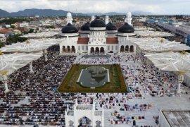 Silaturrahmi antar warga warnai hari kedua lebaran idul fitri di Banda Aceh