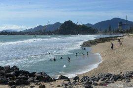 Pantai Momong keindahan dibalik bukit di Aceh Besar
