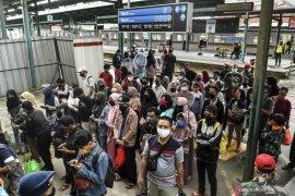 New normal, penumpang KRL dilarang bicara dan menelepon