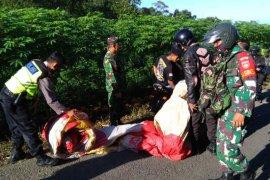 """TNI dan polisi sita enam balon """"lebaran"""" yang siap mengudara"""