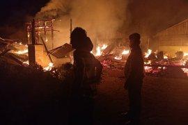 Tiga rumah terbakar di Silimahuta Simalungun, dua rumah dirusak
