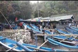 Karena gelombang tinggi, nelayan di Gunung Kidul diimbau tidak melaut