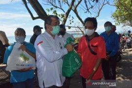Denpasar berikan 272 sembako kepada nelayan terdampak COVID-19