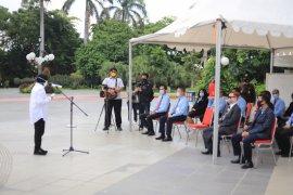 Risma beri penghargaan 15 aparat penegak hukum di Surabaya