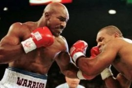 Holyfield tunggu kesiapan Mike Tyson untuk tarung ulang