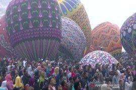 Pelepasan balon udara secara liar liar akan dituntut secara hukum