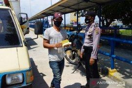 Polisi cek kendaraan keluar masuk Pelabuhan Tanjungkalian