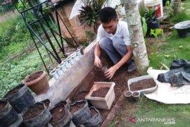 Masa COVID-19, mahasiswa Polbangtan Medan bertani manfaatkan barang bekas