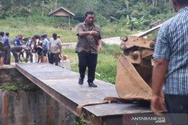 Bupati Madina kembali perbaiki jembatan rusak