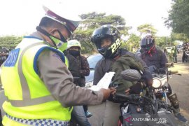 Tim gabungan cek kendaraan pemudik di jalur Cirebon
