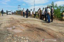 PT Balangan Coal perbaiki jalan dan jembatan yang dikeluhkan warga