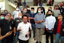 Sejumlah elemen masyarakat di Surabaya minta PSBB dihentikan