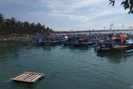 Basarnas Banten temukan seorang warga terseret ombak di Pantai Karang Sake meninggal