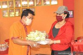 Bupati Tabanan serahkan sembako dan masker di Vihara Dharma Cattra