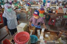 Ada pekerjanya terpapar corona, pabrik rokok di Tulungagung tetap beroperasi