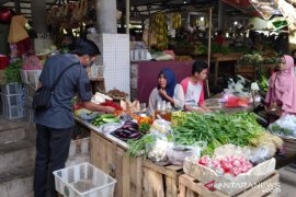 Pemkab Bangka Barat wajibkan pengunjung pasar gunakan masker
