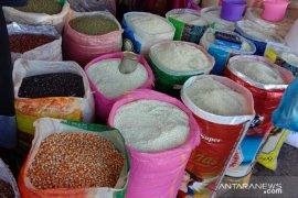 Harga sejumlah merek beras antarpulau di Ambon normal