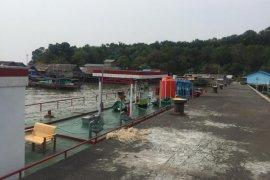 Pertamina distribusikan perdana 20 KL BBM PSO melalui SPBU 3T di Pulau Maya