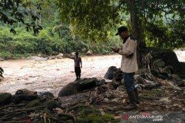 Seorang warga raib terseret arus Sungai Cimanuk di Garut