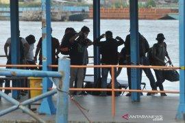 Penjemputan awak kapal Tugboat Marina 1626 di Pelabuhan Boom Baru Page 3 Small