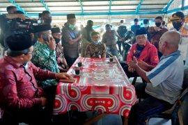 Bupati Aceh Barat ngopi pagi bersama pedagang di Pasar Bina Usaha