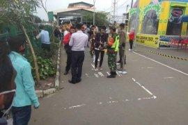 Semua penumpang commuterline dari zona merah COVID-19 diperiksa masuk Stasiun Rangkasbitung