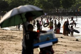 Pemkab Aceh Barat terbitkan larangan mandi laut untuk wisatawan