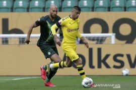 Gelandang Dortmund Dahoud absen sampai akhir musim karena cedera