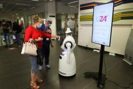 Robot COVID-19 dengan 53 bahasa patroli di rumah sakit Belgia
