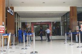 Toko ditutup sepekan, Pemprov Gorontalo bagikan bantuan untuk 1.350 karyawan