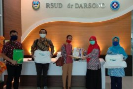 BPJAMSOSTEK Madiun bantu APD dan ribuan masker peduli penanganan COVID-19
