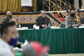 Gubernur tunggu pusat untuk penggunaan rumah ibadah