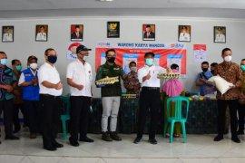Gubernur Jabar pantau penyaluran bansos pusat di Kabupaten Bandung Barat