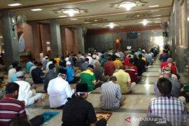 Masyarakat Kota Cirebon kembali gelar Shalat Jumat di masjid