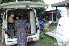 Perwira AL jadi sopir dadakan ambulans antar pasien COVID-19