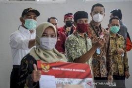 Penyaluran bantuan sosial di Kabupaten Bandung Barat