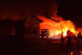 Kantor perusahaan AMP di Abdya hangus terbakar